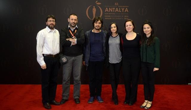 """Altın Portakal adayı """"Saklı""""nın film ekibi, seyirciyle bir araya geldi!"""