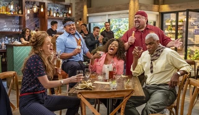 Netflix, Mr. Iglesias dizisine 2. sezon onayı verdi