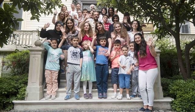 Erkan Kolçak Köstendil, Tohum Otizm Vakfı'nın okulunda öğrencilerle bir araya geldi!