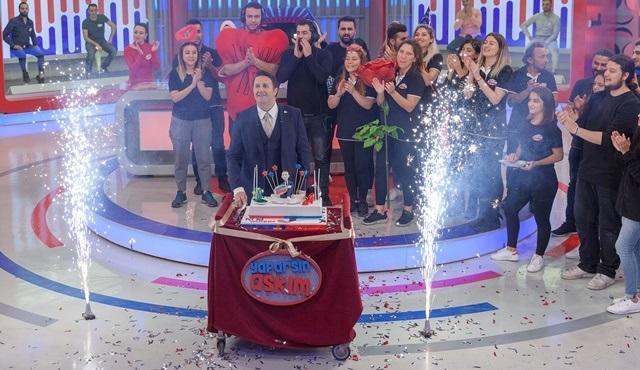 İlker Ayrık'a Yaparsın Aşkım stüdyosunda sürpriz doğum günü kutlaması!