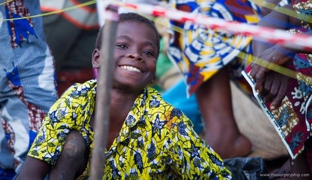 Afrika sahillerine umut taşıyan Yüzen Hastane'nin hikayesi Nat Geo People'da!