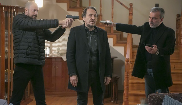 Hüsnü, Halis ve Seçkin'in eline düşüyor!