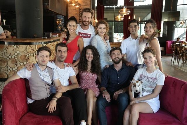 Özgün Aydın: Sarp Can Köroğlu Doğum Gününü Damat Takımı Setinde Kutladı