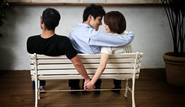 Kalp kıran kurgular: Dizilerdeki aldatma sahneleri