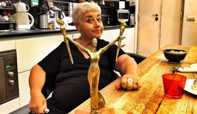 Serra Yılmaz İtalya'da 'En İyi Kadın Oyuncu' ödülü aldı!
