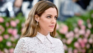 Riley Keough, Amazon Prime'ın yeni uyarlaması Daisy Jones & The Six'in başrolünde