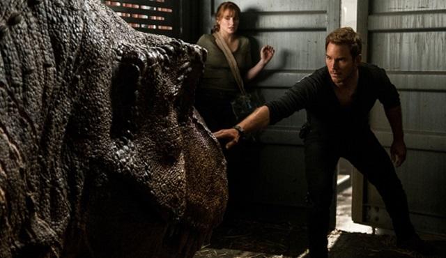 Jurassic World'ün yeni filmi de 2022'ye ertelendi