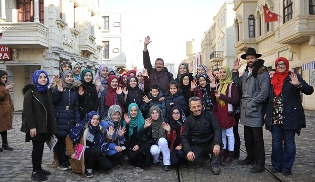 Payitaht Abdülhamid setini öğrenciler ziyaret etmeye devam ediyor!