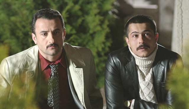 İsmail Hacıoğlu yeni filmi ''Kafes'' için türkü söyledi!