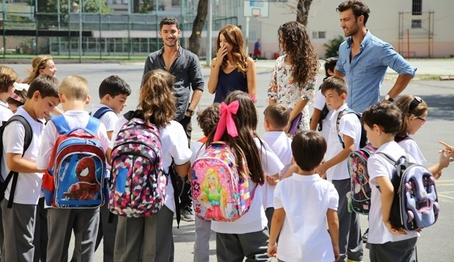 Adı Mutluluk: A welcome party at the school
