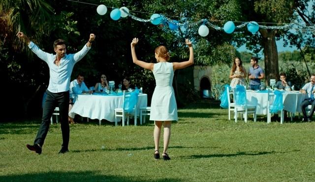 Aşk Zamanı dizisinde; Burcu Binici ve Ali Ersan Duru'dan zeybek performansı