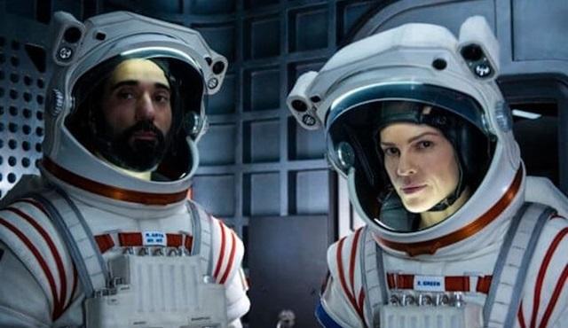 Netflix, Hillary Swank'li yeni dizisi Away'den yeni bir fragman ve afiş paylaştı