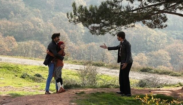 İlişki Durumu: Karışık: His heart says Ayşegül, his mind says Elif