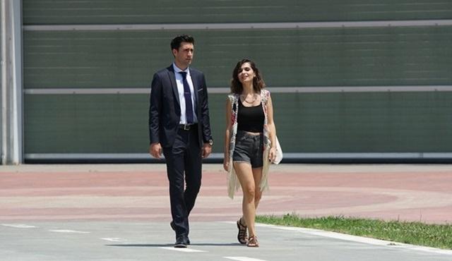 Meriç Aral ve Çağlar Ertuğrul, Yanımda Kal filmi için helikoptere bindi!