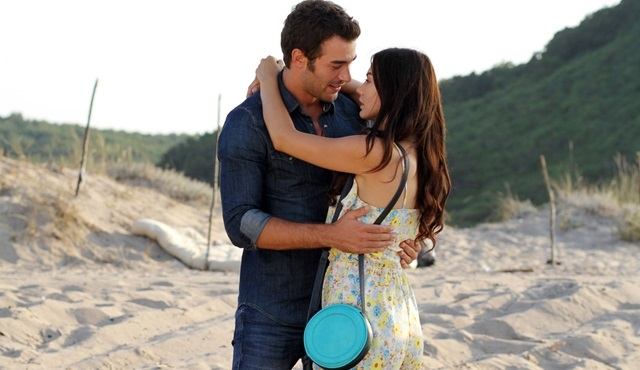 Çilek Kokusu: Aslı gives in to Burak's love!