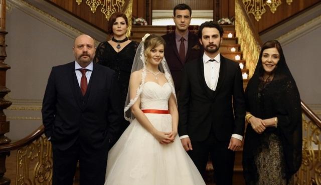 Burcu Biricik ve Birkan Sokullu ''Hayat Şarkısı'' için nikah masasına oturdu!