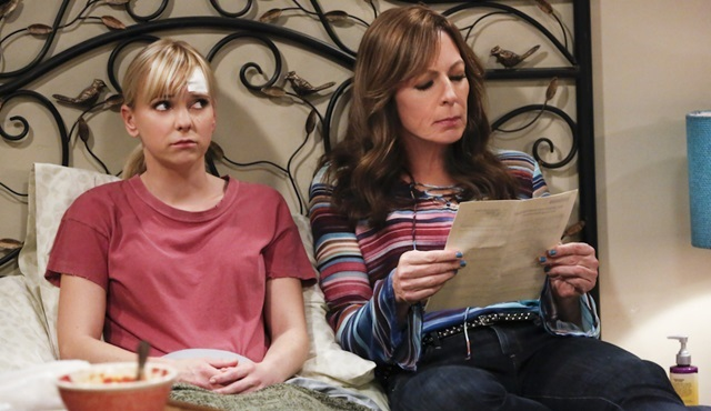 CBS, Mom dizisine iki sezonluk onay verdi