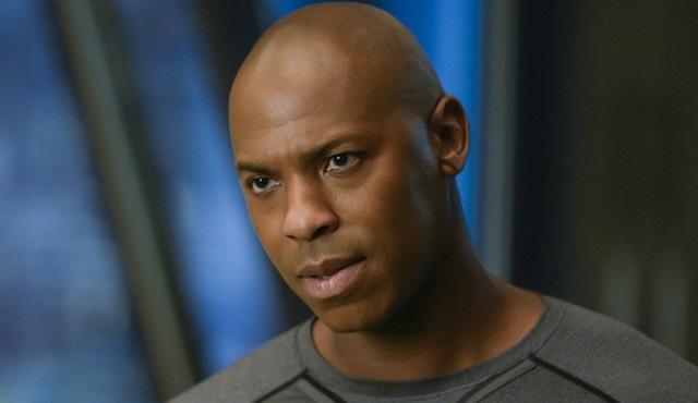 Mehcad Brooks, Supergirl dizisinden ayrıldı; Jeremy Jordan ise geri dönüyor