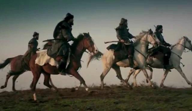 Soluk soluğa koşan atlara andolsun!