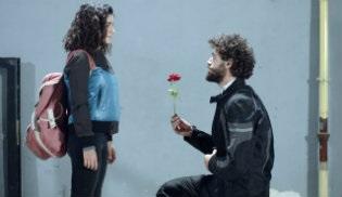 Sosyal TV | Seviyor Sevmiyor yerini kaptırmıyor!