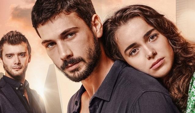 Aşk Ağlatır dizisinin afişi görücüye çıktı!