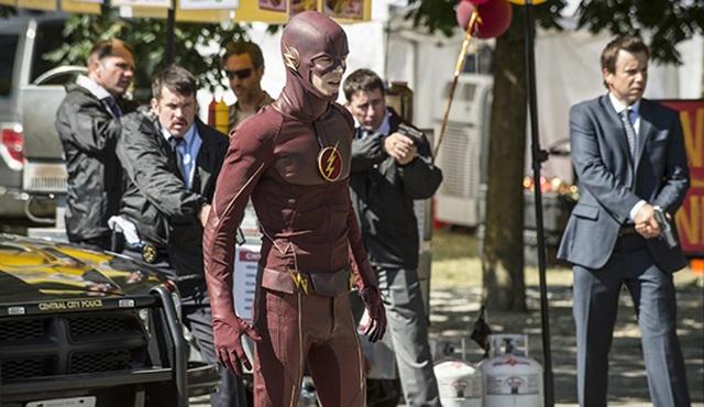 The Flash: 2 tanıtım 1 poster bir arada geldi
