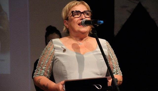Ayşe Erbulak'a 6. Ekin Yazın Dostları Tiyatro Ödülleri'nden ödül geldi!