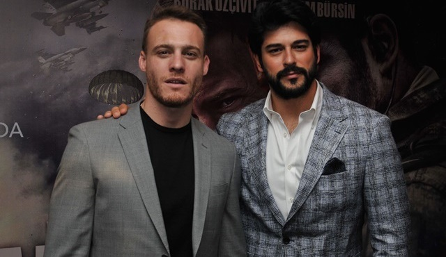 Burak Özçivit ve Kerem Bürsin, Can Feda filmini Adanalı hayranlarıyla izledi!
