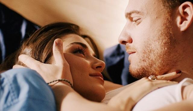 Sen Çal Kapımı: Aşk, ayrılık ve ikili delilik
