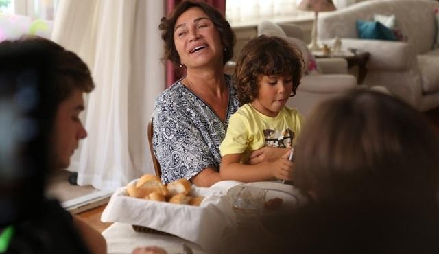 Demet Akbağ, ''Nadide Hayat'' filmi için anneanne oldu!