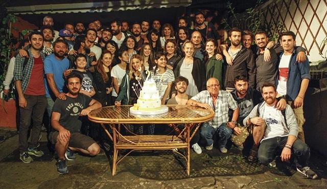 """Paramparça ekibi, 2. sezon için son kez """"Paydos"""" dedi!"""