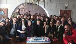 Aşk ve Mavi ekibi reyting birinciliğini kutladı!