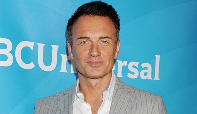 Julian McMahon, Hulu'nun yeni dizisi Marvel's Runaways'in kadrosuna katıldı