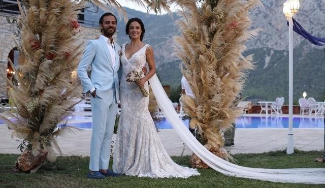 Cansu Tosun ve Erkan Kolçak Köstendil çifti evlendi!