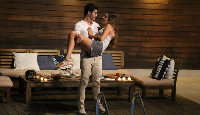 Aşk Laftan Anlamaz | Hayat and Murat decide to have some fun