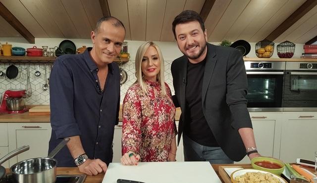 Memet Özer ile Mutfakta'nın bu haftaki konukları Saba Tümer ve Onur Büyüktopçu!