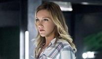 Katie Cassidy, bütün DC/The CW dizilerinin düzenli oyuncusu oldu.