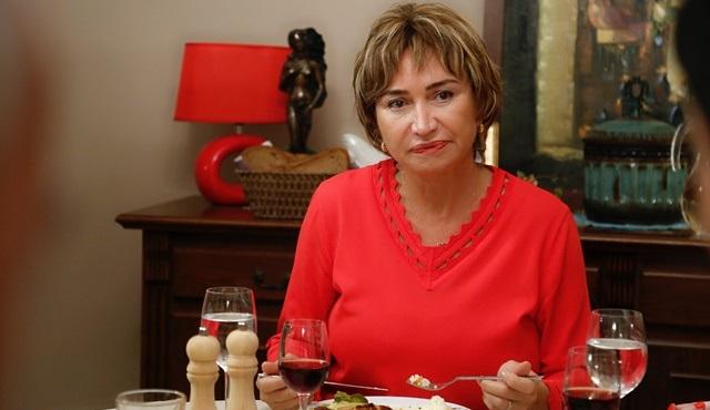 Demet Akbağ'ın fedakar Türk annesi Türkan ile tanışmaya hazır mısınız?
