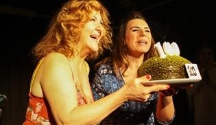 Sumru Yavrucuk, 'Shirley'in 100. oyununu kutladı!