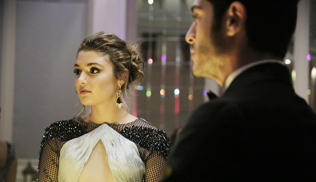 Aşk Laftan Anlamaz | Hayat gets a new job offer