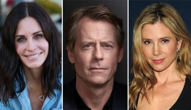 Courteney Cox'lu Shining Vale dizisi Starz'dan onay aldı