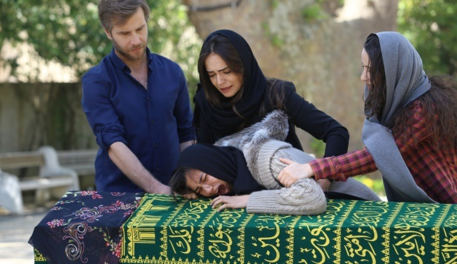 Orphan Flowers | Meral mourns her mother's death