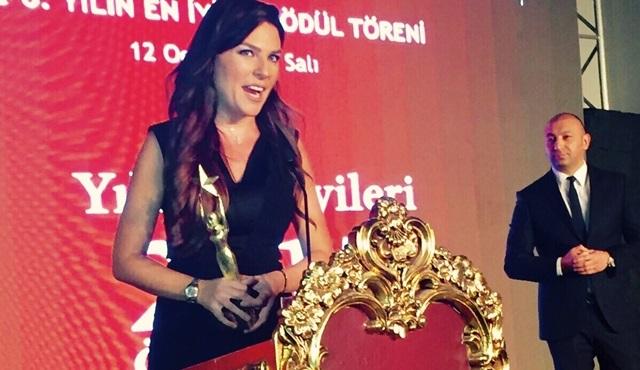 """Engelsiz Yaşam Vakfı'ndan Ece Üner """"En İyi Kadın Spiker""""ödülü!"""