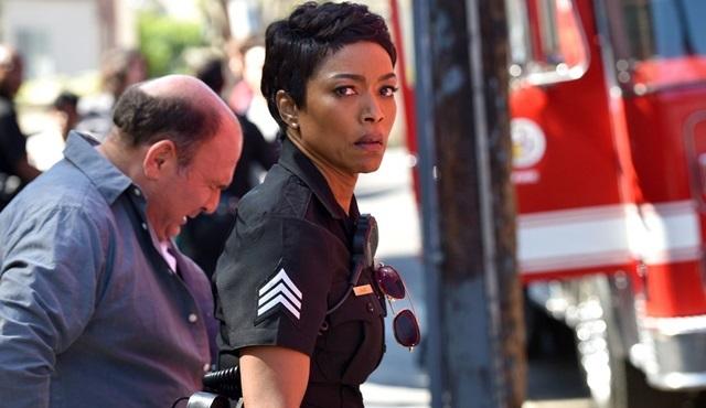 9-1-1 dizisi FOX'tan ikinci sezon onayını aldı