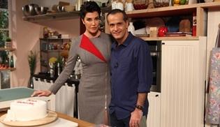Memet Özer ile Mutfakta, 100. programı pasta keserek kutladı!