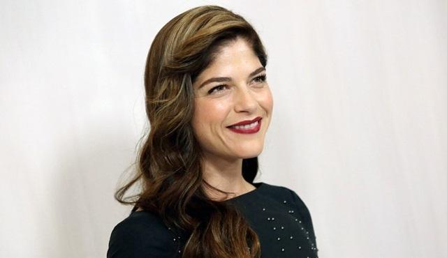 Selma Blair, Netflix'in yeni bilim kurgu dizisi Another Life'ın kadrosunda